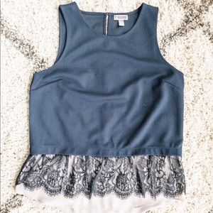 Tops - 🛍 Adorable navy sleeveless top. Size L